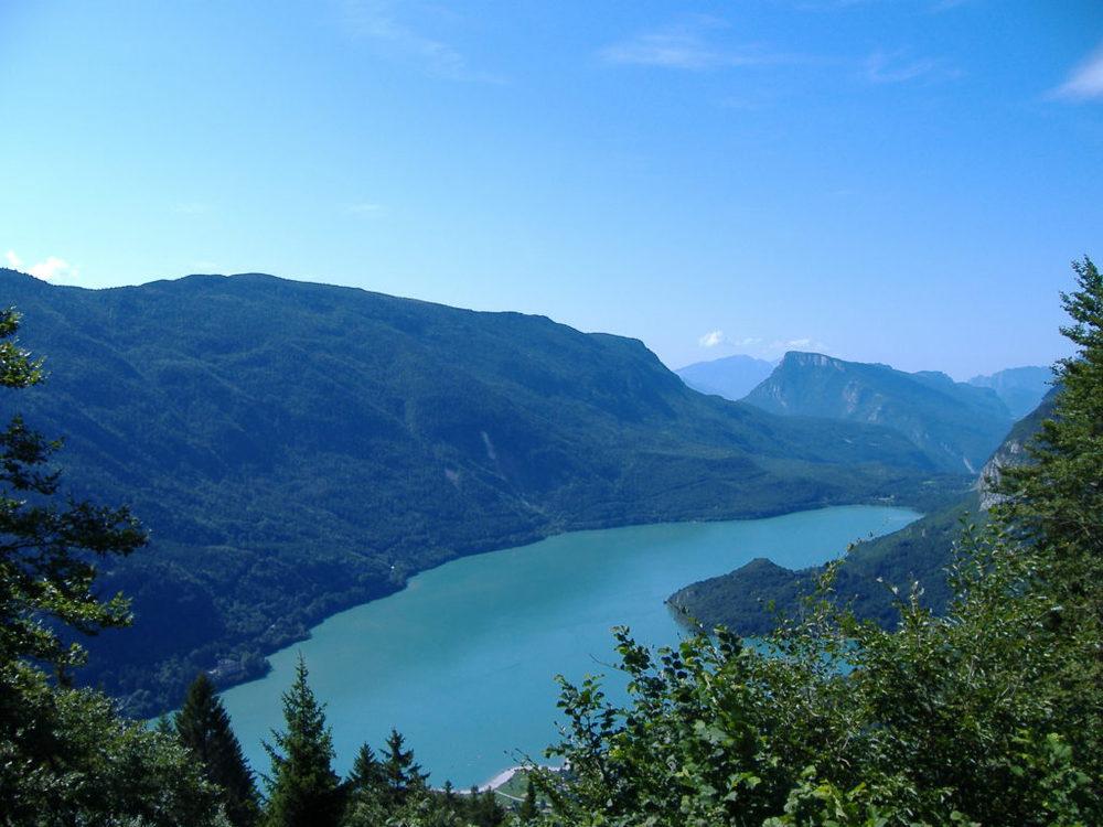 Il lago di Molveno visto dall'alto