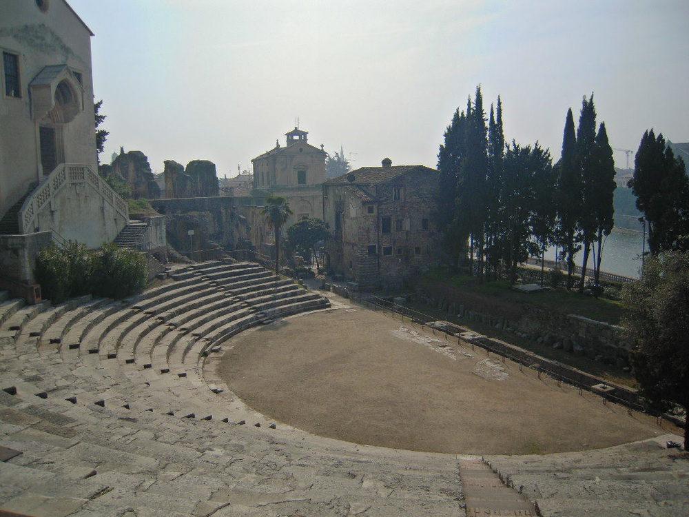 Le scalinate del teatro romano