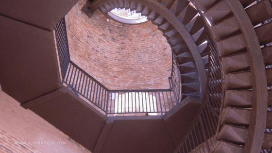 La scala a chiocciola della Torre Lamberti a Verona