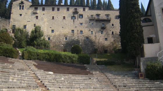 Il Museo Archeologico visto dalle gradinate del Teatro Romano