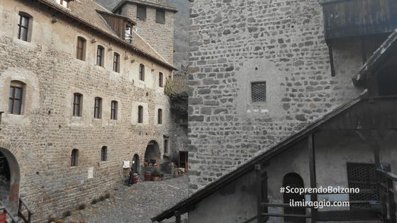 Scorcio sul cortile interno di Castel Roncolo