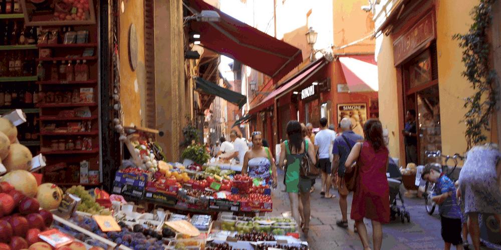 Il mercato ortofrutticolo a Bologna