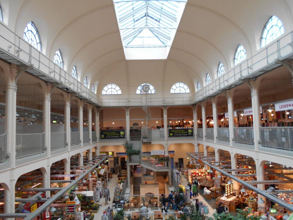 L'interno del Neustaedter Markt Halle