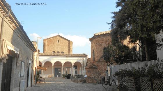 L'entrata del complesso di San Vitale