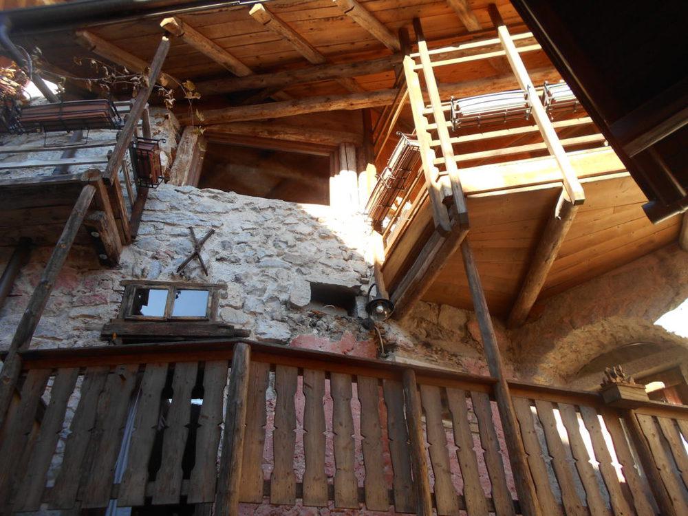 I tipici balconi in legno