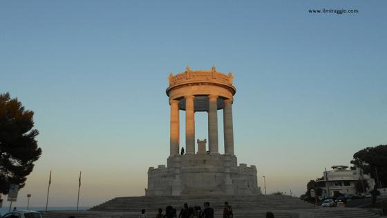 Il Monumento ai Caduti, Passetto