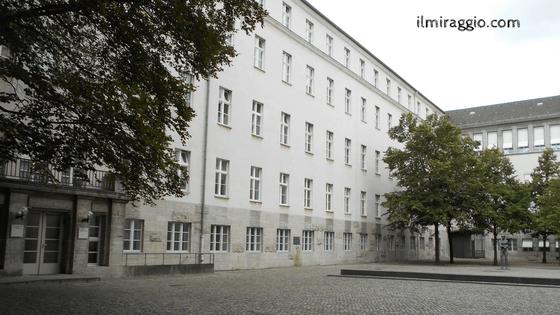 Cortile interno del Memoriale della Resistenza tedesca
