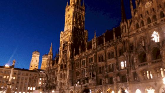 Marienplatz di notte