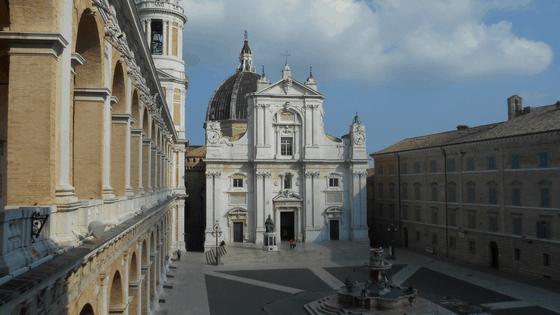 Piazza della Madonna e la Basilica