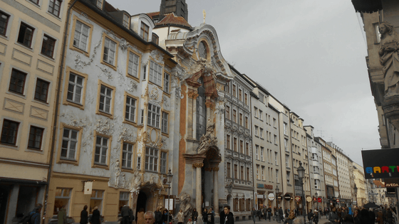 Sendlinger Strasse con l'Asamkirche & Asamhaus