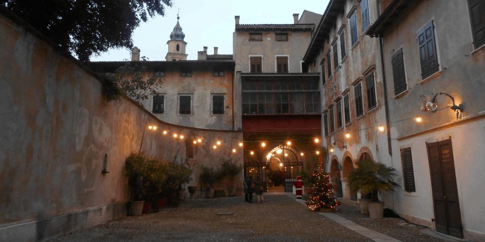 Il cortile di Palazzo Azzolini