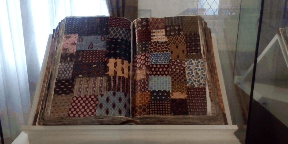 Catalogo delle stoffe esposto al Museo Mercantile