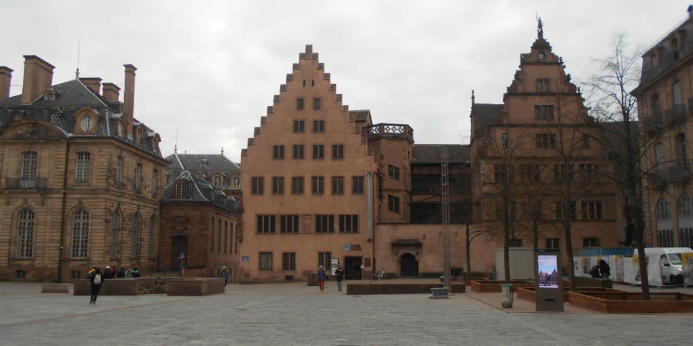 Il museo storico e uno scorcio del Palazzo Rohen