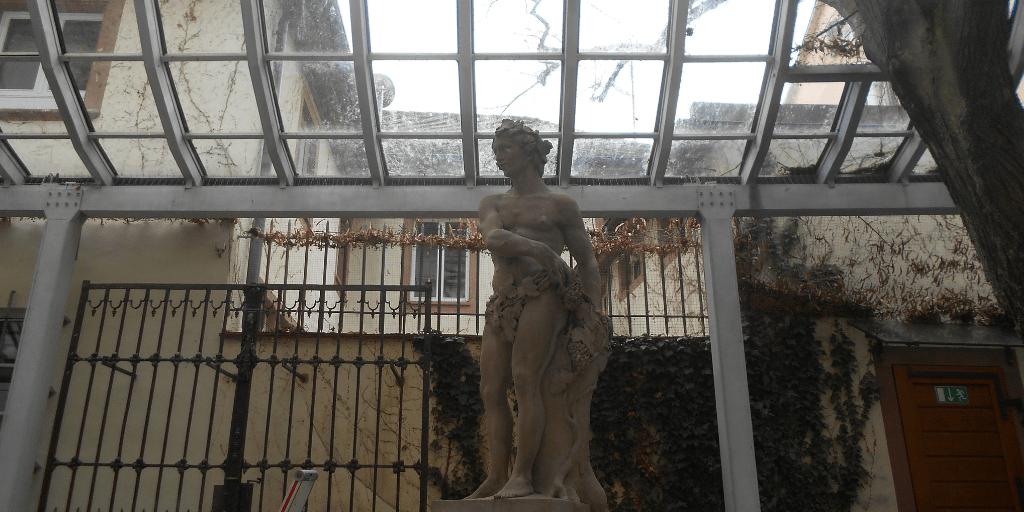 Il piccolo giardino interno di Wentzingerhaus