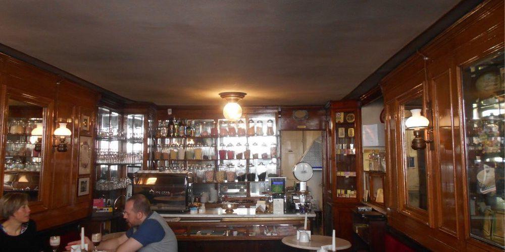 Tra le più antiche caffetterie di Torino: Al Bicerin in piazza Consolata